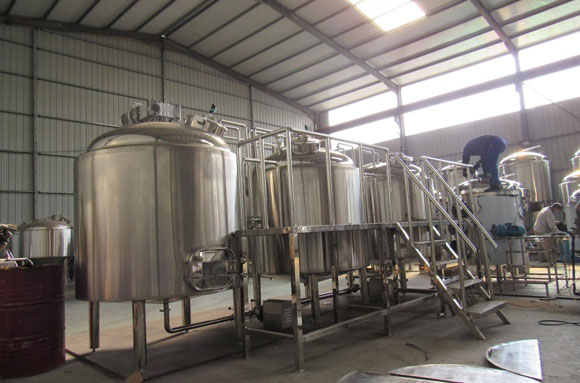 Netherlands three vessels 1500L brewery equipment