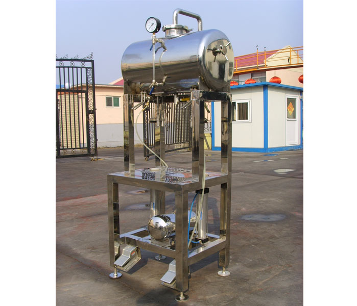Two Head of Simple Bottling Machine(100bph Bottling Filler)